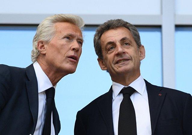 Nicolas Sarkozy (à droite) lors du match France-Australie à la phase de groupe du Mondial 2018