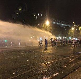 Les rues de Paris le soir de la victoire des Bleus en finale du Mondial 2018