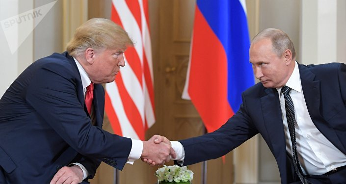 Les Présidents Donald Trump et Vladimir Poutine