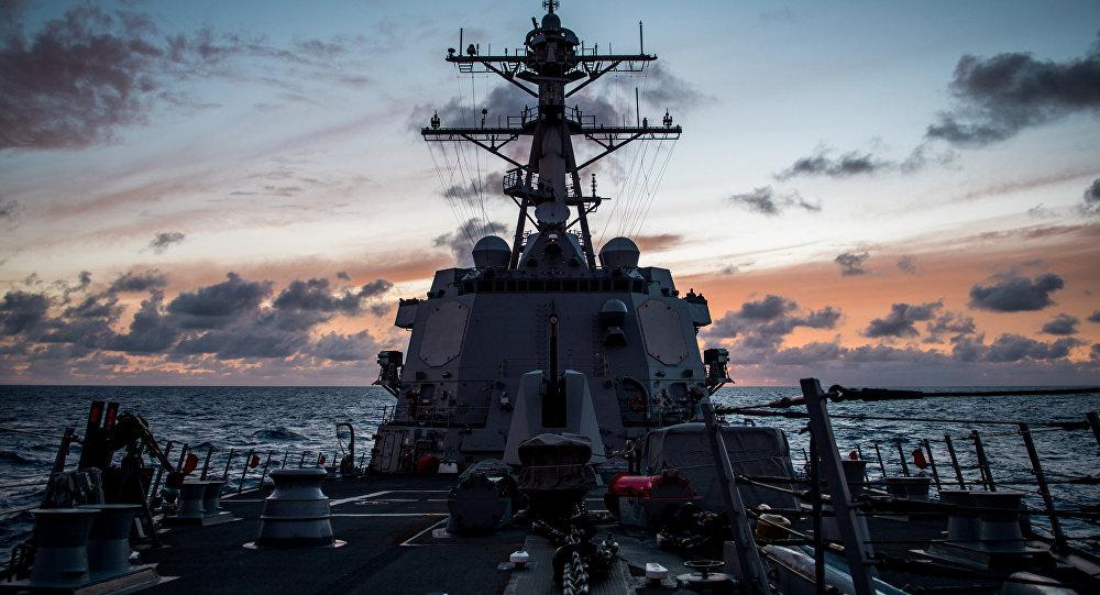 Le destroyer USS Dewey lors des exercices RIMPAC