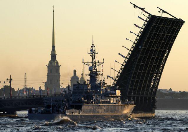 Journée de la marine russe: la répétition du défilé naval à Saint-Pétersbourg
