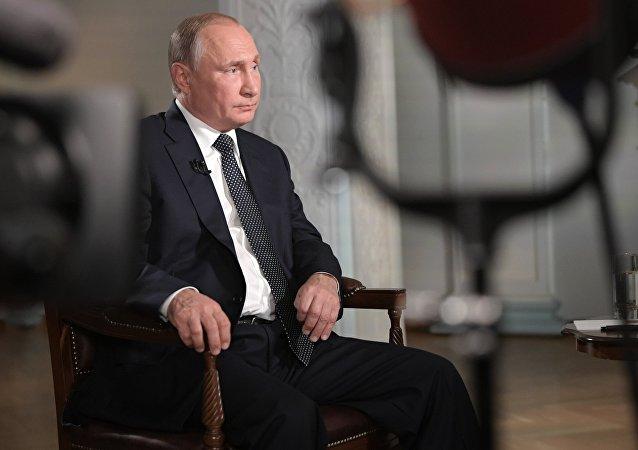 Vladimir Poutine donne une interview à Fox News