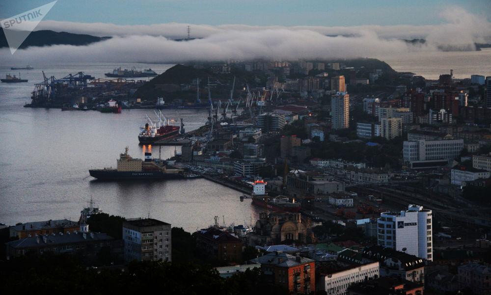 Au bord de la mer. Baies, ponts et quais de Vladivostok