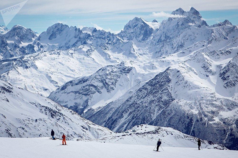 Le site de Tcheget offre la meilleure vue sur les sommets de l'Elbrouz