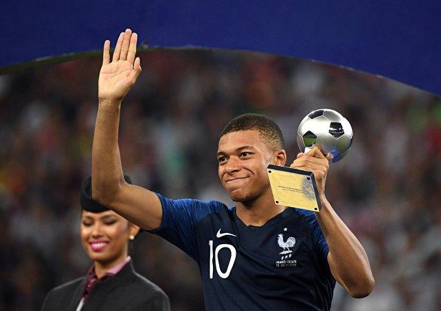 Kylian Mbappé, meilleur jeune joueur de la Coupe du Monde