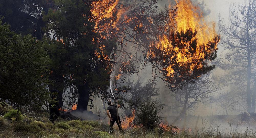 Grèce : nouveau bilan des incendies près d'Athènes, les images