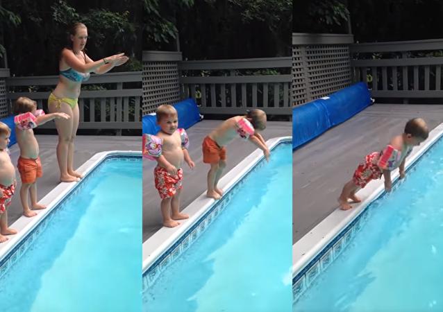 Flop total: un petit garçon donne un exemple hilarant de plongeon
