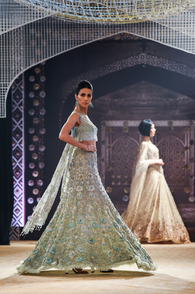 Conte oriental: la Semaine de la haute couture de New Delhi