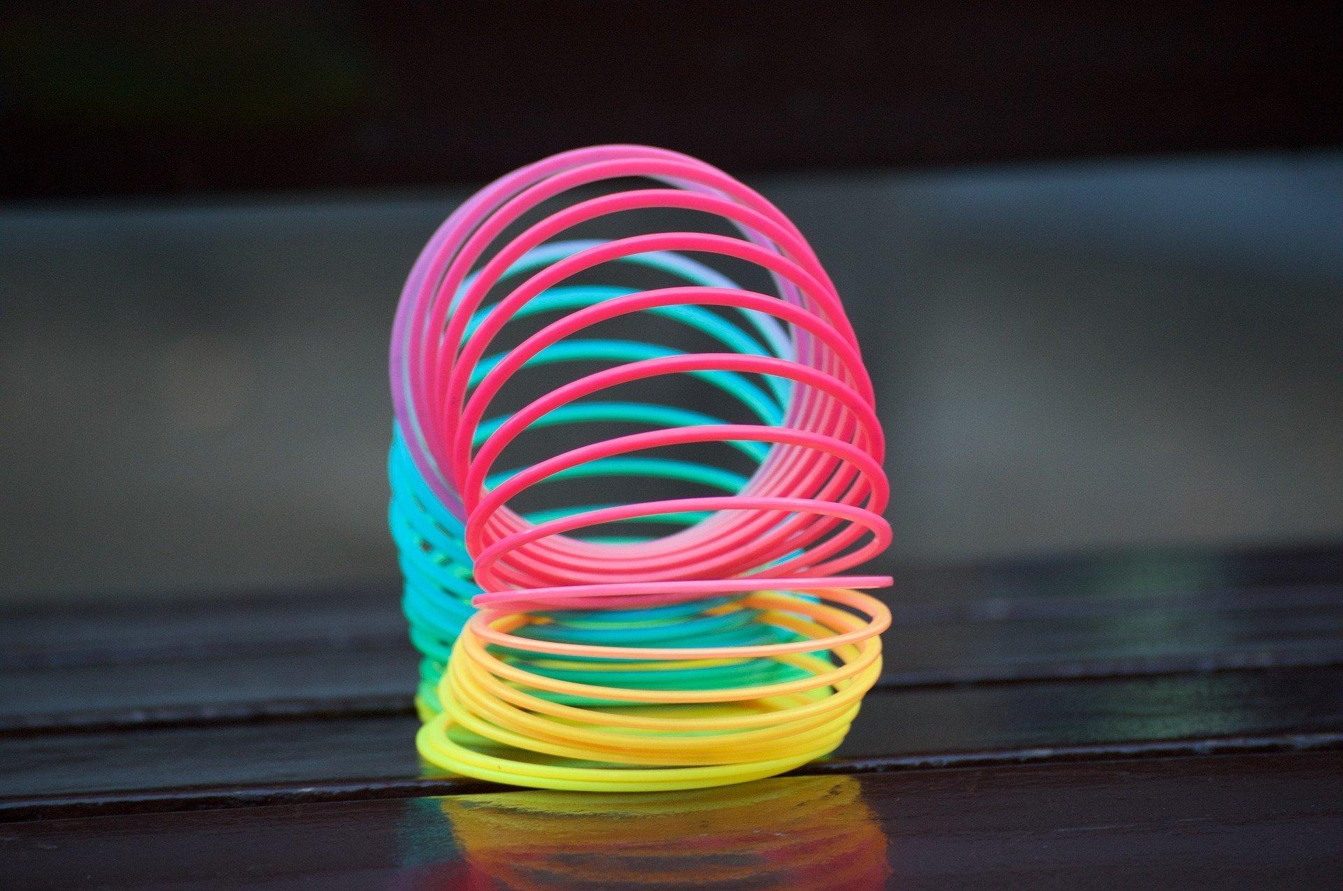 Le jouet à ressort Slinky