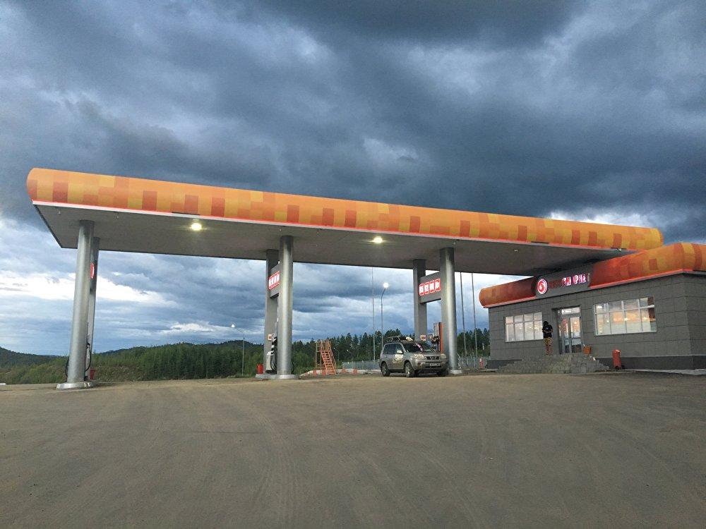 Une station-service entre les villes de Chimanovsk et de Tchita