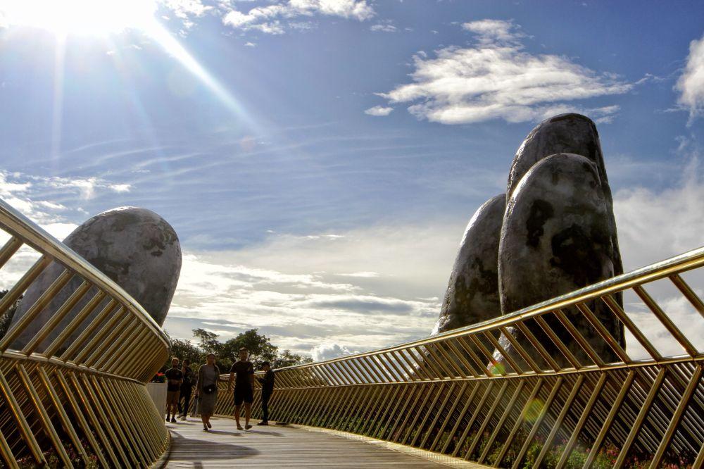 Le pont Doré, nouvelle attraction touristique du Vietnam