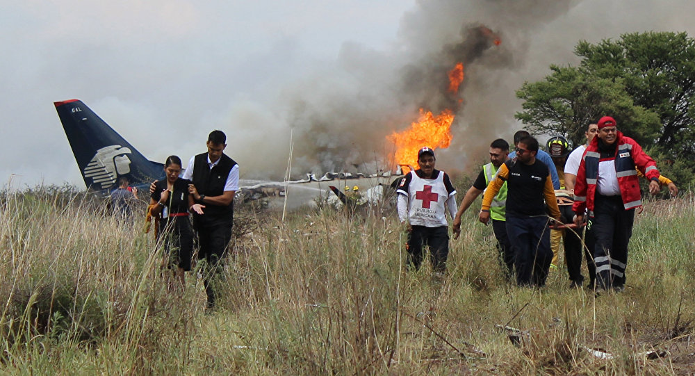Mexique : un avion de ligne s'écrase au décollage