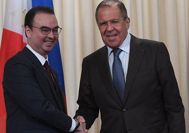 Sergueï Lavrov et Alan Peter Cayetano