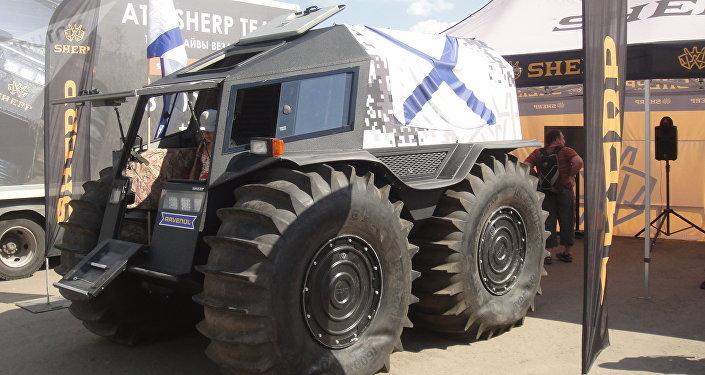 Le véhicule tout-terrain et amphibie russe Sherp