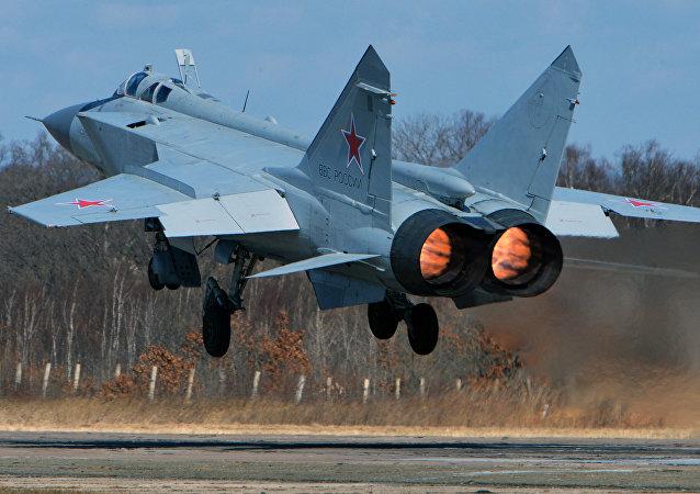 Un MiG-31 au décollage