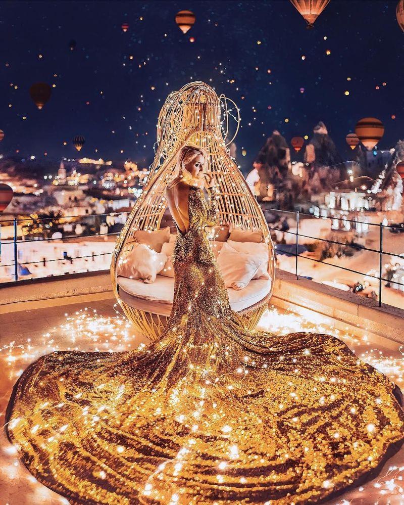 La «Jeune fille en robe» voyage dans différents pays