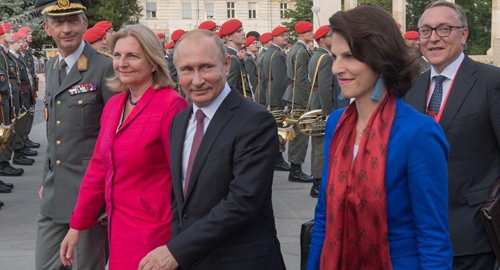Autriche: une révérence à Poutine fait scandale