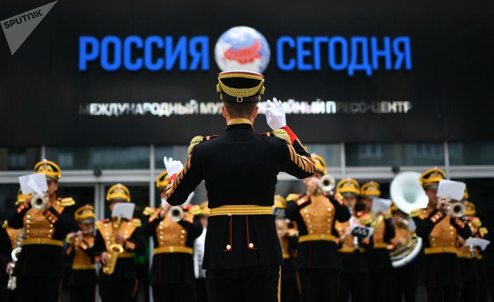 L'Orchestre militaire central du Ministère russe de la Défense se produit à l'Agence d'information internationale Rossiya Segodnya.