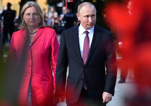 Vladimir Poutine et Karin Kneissl