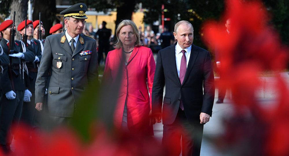 la diplomatie autrichienne Karin Kneissl et Vladimir Poutine