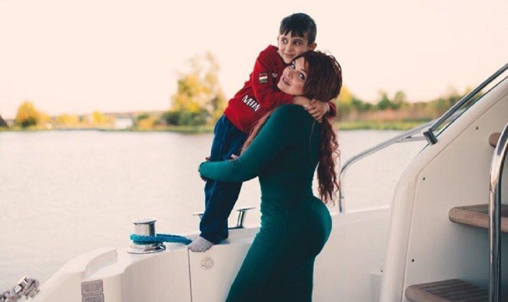 Yulia Rybakova et son fils