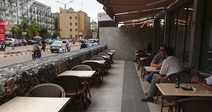 Vue sur la terrasse du Cappuccino, jadis bondée. Juin 2018