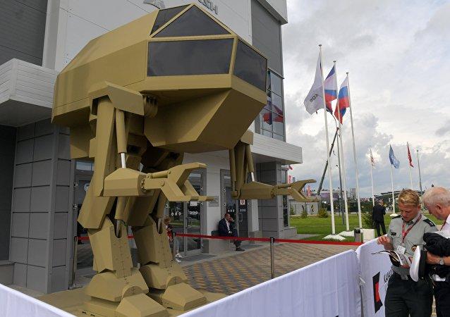 Управляемый прямоходящий робот с рабочим названием Игорек весом 4,5 т, разработанный концерном Калашников