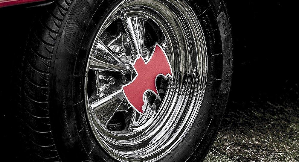 Comment réagiriez-vous en croisant Batman sur une route posé dans sa Batmobile