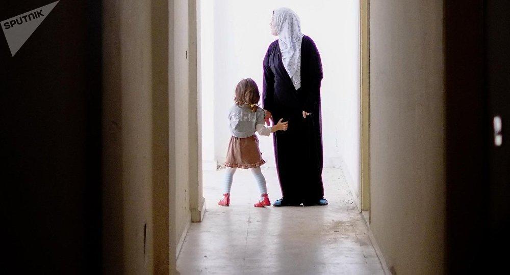 Une femme et une fille, image d`illustration