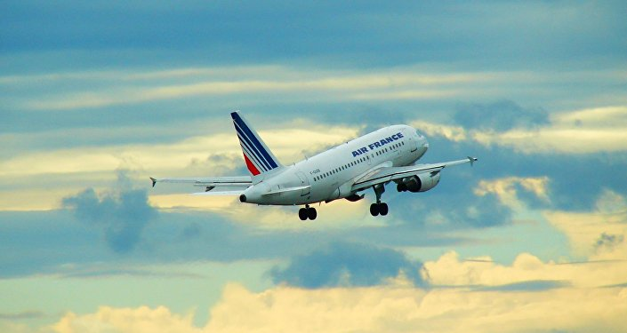 Un avion rate son atterrissage et prend feu — Russie