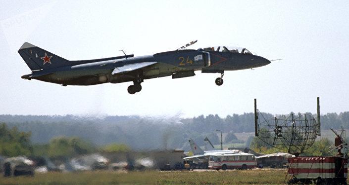 Un chasseur à décollage vertical  Yak-141 pris en photo en 1995