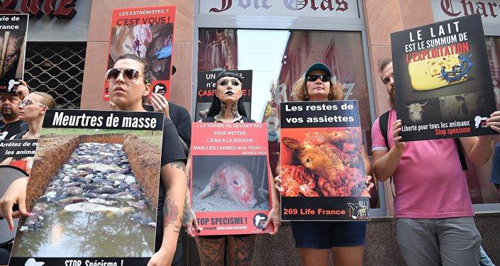 des militants de l'association 269 Life France