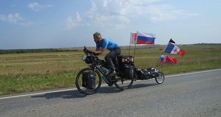 Un ex-légionnaire réalise un périple de 5.000 km à vélo en hommage au Normandie-Niemen