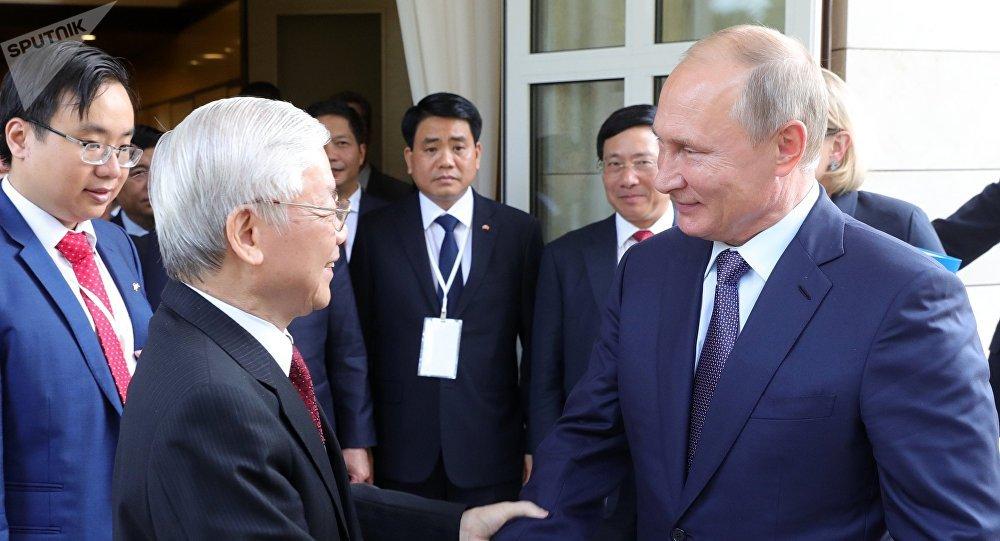 Vladimir Poutine et Nguyen Phu Trong