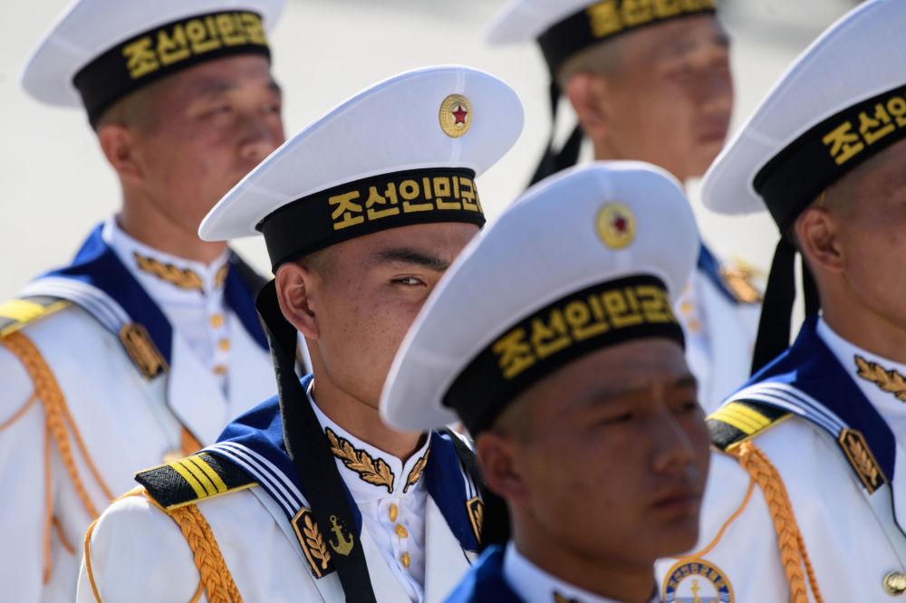 Défilé grandiose en l'honneur du 70e anniversaire de la Corée du Nord à Pyongyang
