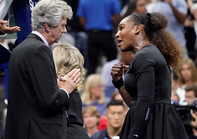 Serena Williams (à droite)