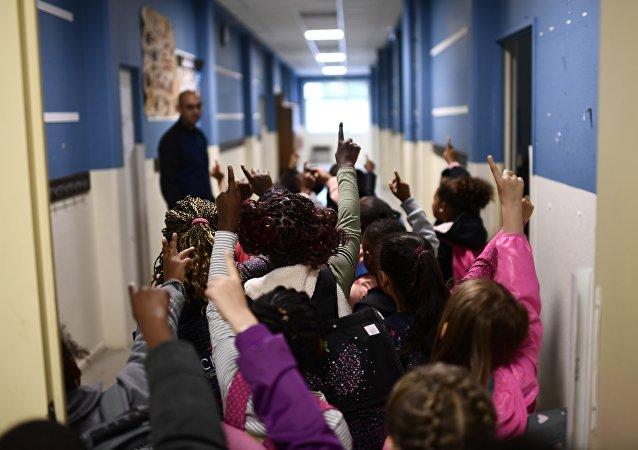 Bagarres, cyber-violence, viols… L'école française est-elle de plus en plus violente?