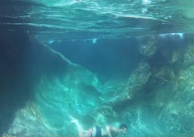 Lorsque l'eau est si claire que l'on peut voir le fond