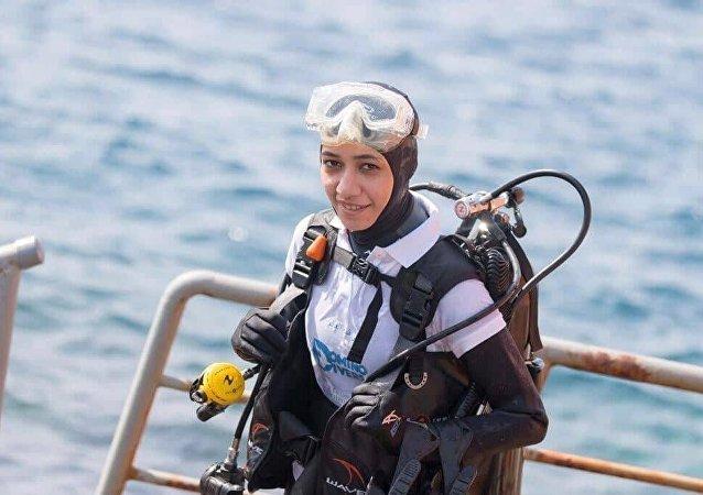 Mariam Hamed Fardous, première femme saoudienne et arabe à plonger aux pôles Nord et Sud