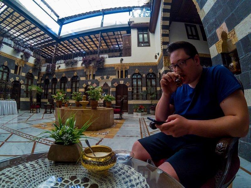 Jorgo dans un hôtel de Damas