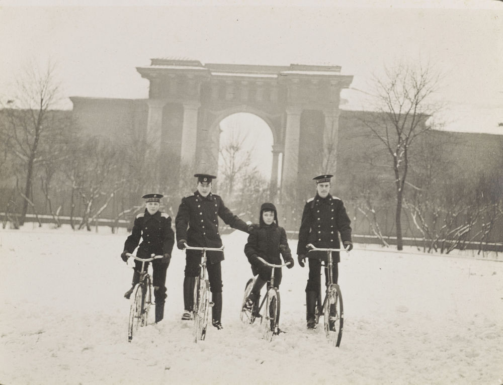 Des photos exclusives de la dernière famille impériale russe exposées à Londres
