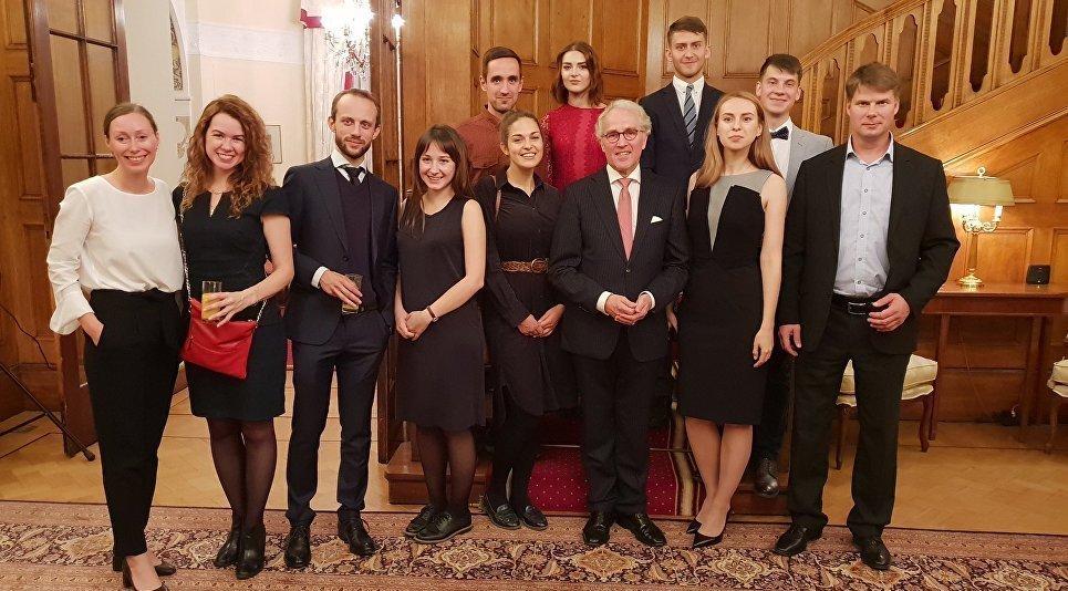 Réception solennelle pour les diplômés de la bourse parlementaire internationale à l'ambassade d'Allemagne