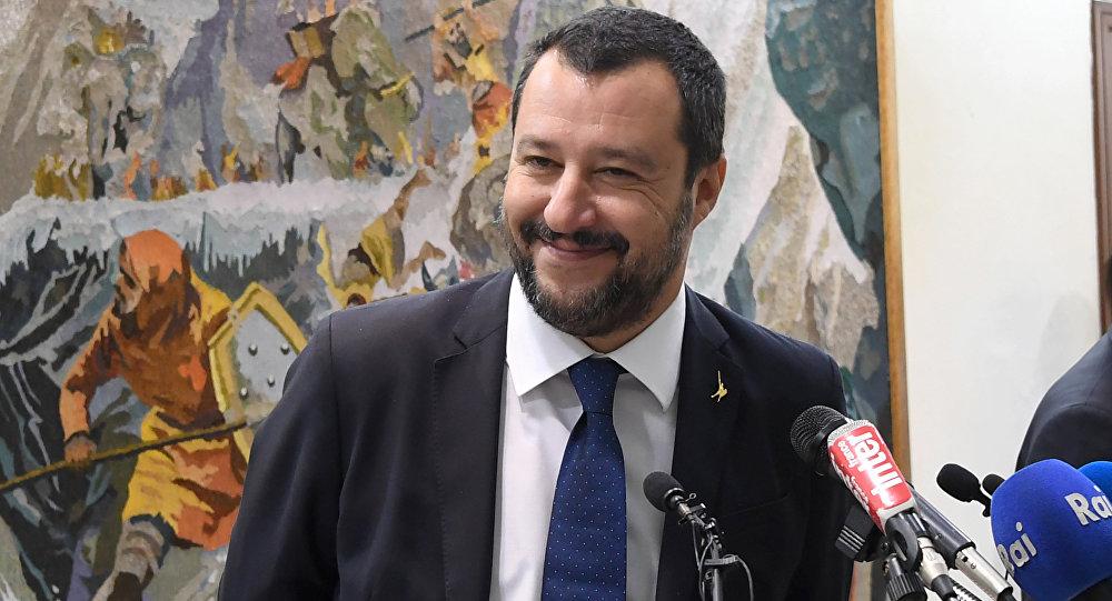 Matteo Salvini menace de fermer ports et aéroports — Migration