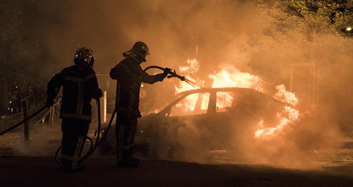 Un véhicule incendié (photo d'archive)