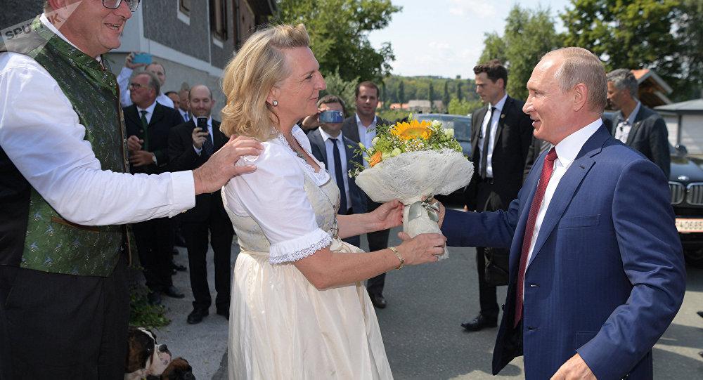 Karin Kneissl et Vladimir Poutine