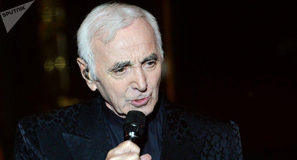 Date de naissance d'Aznavour erronée au sommet de l'OIF: Erevan désigne le fautif