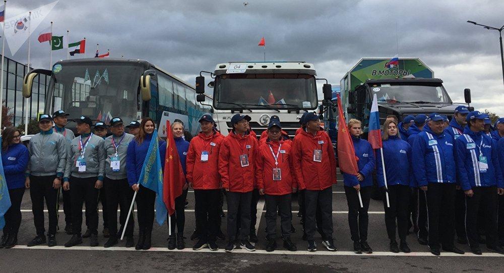 La course à travers la Chine, le Kazakhstan et la Russie terminée à Saint-Pétersbourg