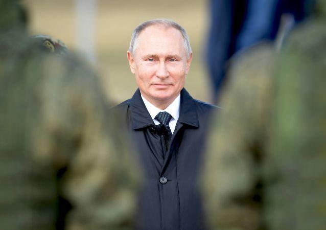 Президент РФ Владимир Путин во время полевого смотра войск после окончания основного этапа военных маневров Восток-2018