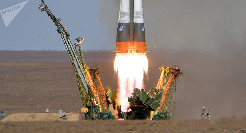 Décollage de la fusée Soyouz MS-10
