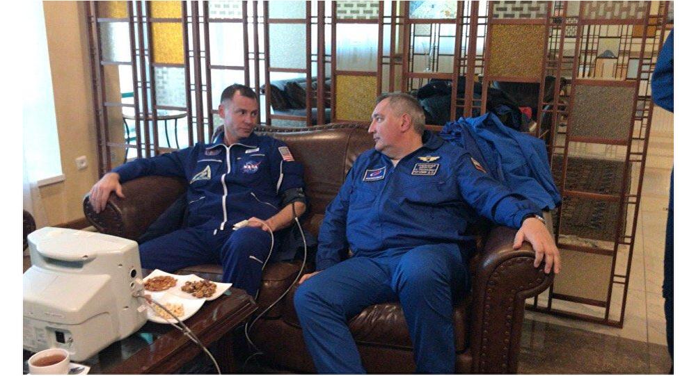 Les premières images de l'équipage du Soyouz MS-10 qui a atterri après une panne